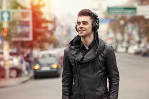guy wearing headphone